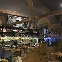 Foto scattata a 9Bar Coffee da Ilya S. il 2/2/2018