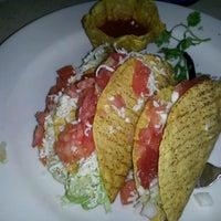Foto tomada en La Parrilla Mexican Restaurant por D. F. el 11/27/2012