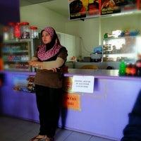 Photo taken at De Lanas Restaurant & Cafe by kamarul a. on 9/25/2012