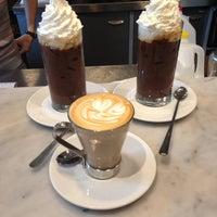 Снимок сделан в Caffe Lavazza пользователем Maria Jesus V. 5/24/2013