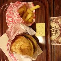 Photo prise au East Side Burgers par Emilie D. le6/5/2013