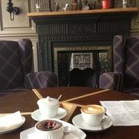 Снимок сделан в Кофейный дом LONDON пользователем Marisha B. 7/22/2013