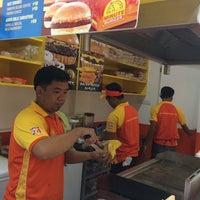 Photo taken at Minute Burger Asingan by kate r. on 1/31/2014