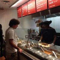 Foto tirada no(a) Chipotle Mexican Grill por Jerry Z. em 9/25/2013