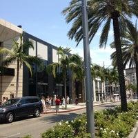 Das Foto wurde bei Streets of Beverly Hills von Ahmed B. am 6/29/2013 aufgenommen