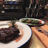 12/28/2017 tarihinde quinquangularisziyaretçi tarafından Steak It Easy'de çekilen fotoğraf