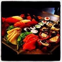 Foto tirada no(a) Yukusue Sushi por Tayon B. em 11/30/2012
