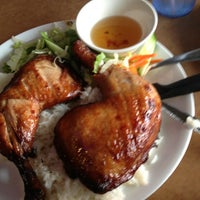 Photo taken at Vietnamese Noodle House by Steve E. on 8/17/2013