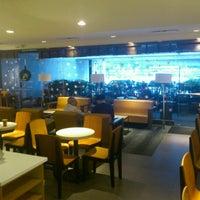 Das Foto wurde bei Starbucks von Victor G. am 11/12/2012 aufgenommen