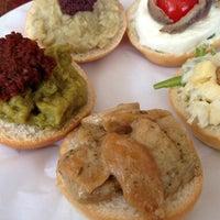 Foto scattata a Vineria Reggio da Lucy B. il 12/15/2012