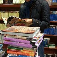 Снимок сделан в Книгарня «Є» пользователем Vicky A. 12/28/2012