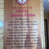 Photo taken at Popeye's Louisiana Kitchen by Mauricio L. on 4/17/2014