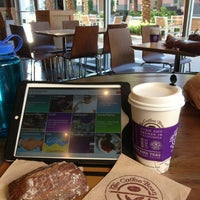 Photo taken at The Coffee Bean & Tea Leaf by Bran M. on 9/14/2014