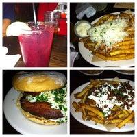 Photo prise au DMK Burger Bar par Joe S. le8/4/2012