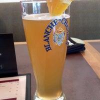 Foto tomada en The Hot House Restaurant & Bar por Adella R. el 5/8/2013