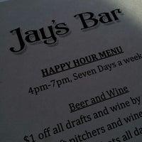 รูปภาพถ่ายที่ Jay's Bar โดย Tasha S. เมื่อ 4/12/2013