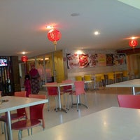 Photo taken at Ayam Tulang Lunak Hayam Wuruk by Leli on 1/20/2014