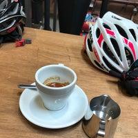 รูปภาพถ่ายที่ Allpress Espresso Tokyo Roastery & Cafe โดย Yuuki H. เมื่อ 1/14/2018