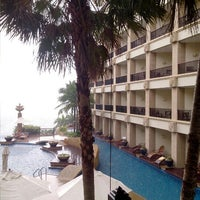 Photo taken at Garden Cliff Resort & Spa by wud88 p. on 11/16/2012
