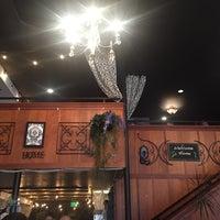 Foto scattata a Sassafras American Eatery da Yanis M. il 5/27/2017