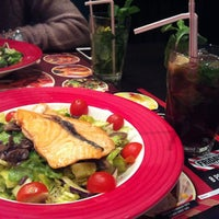 Photo taken at T.G.I. Friday's by Динара on 4/10/2013