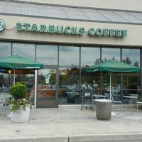 Photo taken at Starbucks by Benny H. on 4/28/2016