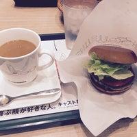 Photo taken at MOS Burger by Shinjiko123 on 10/19/2017