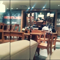 Photo taken at Starbucks Oficinas by Liz Hdz on 12/19/2012