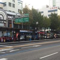 Photo taken at 연신내역 중앙버스정류장 (12-017) by Charles Kang (. on 10/21/2017