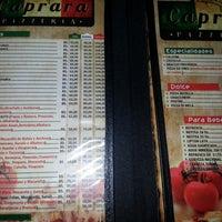 Foto tomada en Caprara Pizzeria por Angie el 5/7/2013