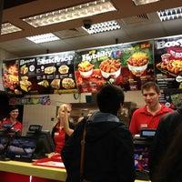 Foto tomada en KFC por Mayya M. el 12/31/2012