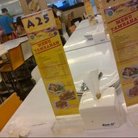 Photo taken at D'Cost Seafood by H_dproc. on 2/22/2014