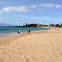 Photo taken at Kā'anapali Beach by Satoshy@x5 on 3/4/2013