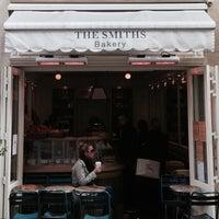 Photo prise au The Smiths Bakery par Bernie U. le10/20/2013