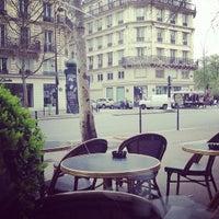 Foto tirada no(a) Starbucks Coffee por Natalie E. em 4/16/2013