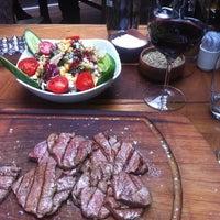 Foto tirada no(a) Nusr-Et Steakhouse por Semih G. em 4/9/2013