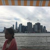 Foto tirada no(a) Island Oyster por Jake V. em 7/8/2017