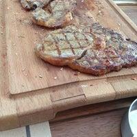9/11/2013 tarihinde Erhanziyaretçi tarafından Et Mekan Steak House & Nargile Cafe'de çekilen fotoğraf