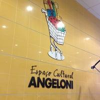 Foto tirada no(a) Supermercado Angeloni por Claudia em 3/3/2013