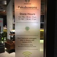 11/30/2017 tarihinde Adrian S.ziyaretçi tarafından Starbucks Reserve'de çekilen fotoğraf