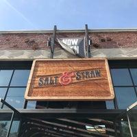 Foto tirada no(a) Salt & Straw por Jon C. em 4/23/2017