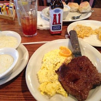 Photo taken at Cracker Barrel Old Country Store by Reggie J. on 9/30/2012