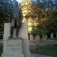 Das Foto wurde bei Academic Building von Manda S. am 10/23/2012 aufgenommen