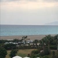 รูปภาพถ่ายที่ Ulu Resort Otel Beach โดย Gökhan B. เมื่อ 9/17/2017
