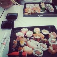 Foto tirada no(a) Fujisan Sushi por Gabriela V. em 3/17/2014