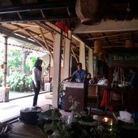 Photo taken at Mang Kabayan by Arief K. on 3/18/2015
