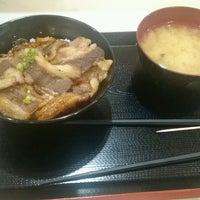 Photo taken at どんぶりくん by みすたぁ R. on 9/5/2016