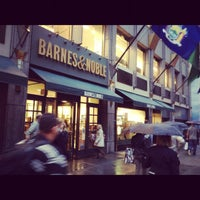 Photo taken at Barnes & Noble by Fer S. on 10/2/2012