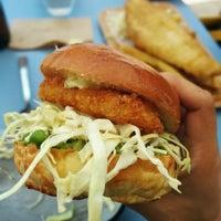 Foto scattata a Maddy's Fish Bar da Jonathan C. il 7/18/2014