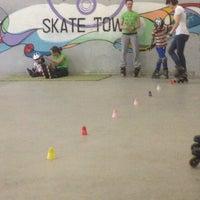 Снимок сделан в Skate Town пользователем Екатерина М. 5/28/2014